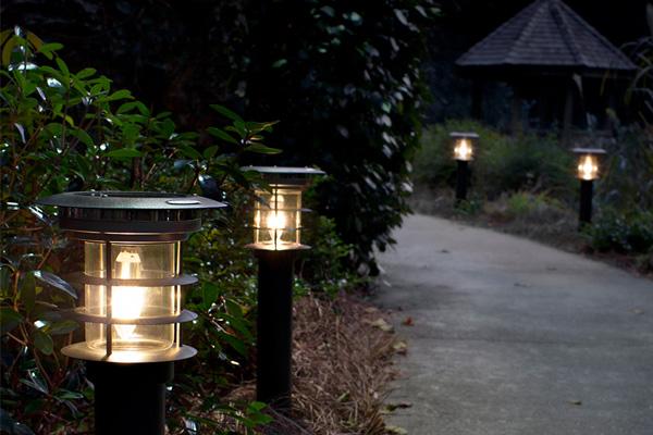 Vị trí đặt đèn nhận được ít ánh sáng trực tiếp