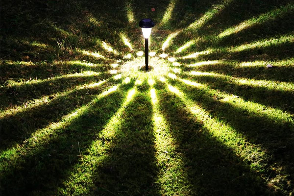 Lắp đặt đèn tránh các nguồn sáng khác
